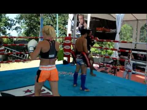 Silvia La Notte Training With Saenchai For Muay Thai Combat Mania - Twitter @yokkaoboxing