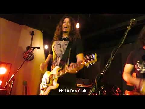 Phil X in Kitchener Dec. 1, 2017 song #4 Highway To Hell