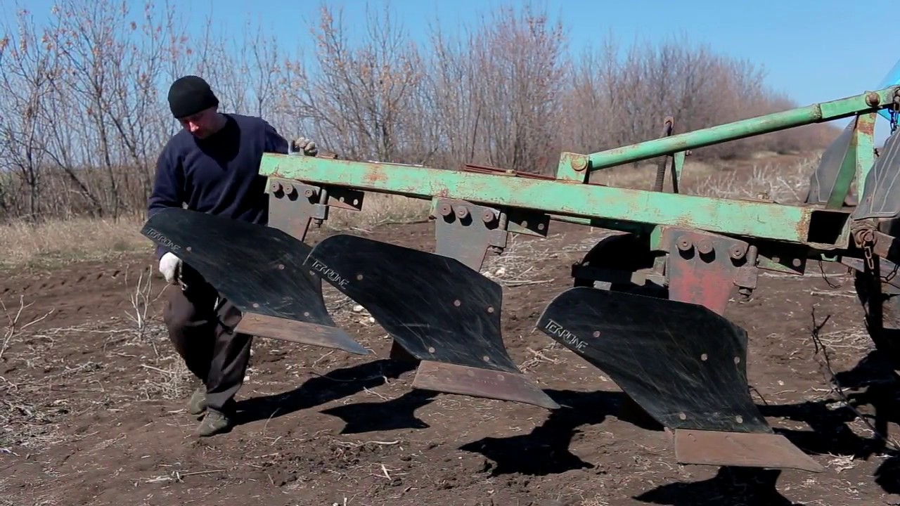 Кировец К-701 с плугом ПЛН-9-35. - YouTube