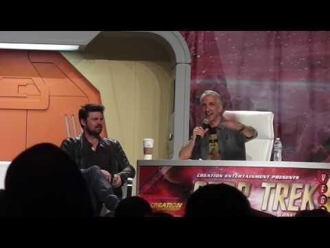 Karl Urban at the 2017 Star Trek Convention
