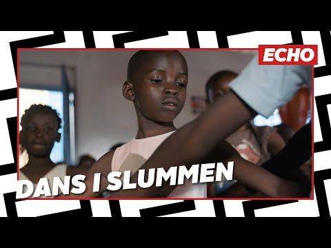 Børn danser ballet i Afrikas største slum