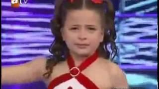 البنت التي ابكت الجمهور