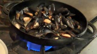 Zed 451 Chicago: PEI Mussels Recipe with  Chef Quack