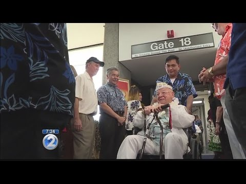 Cheers welcome dozens of Pearl Harbor survivors arriving on honor flight for 75th anniversary
