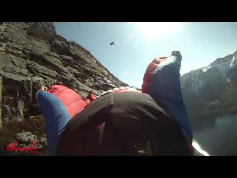 Wingsuit proximity flying with Vampire 4