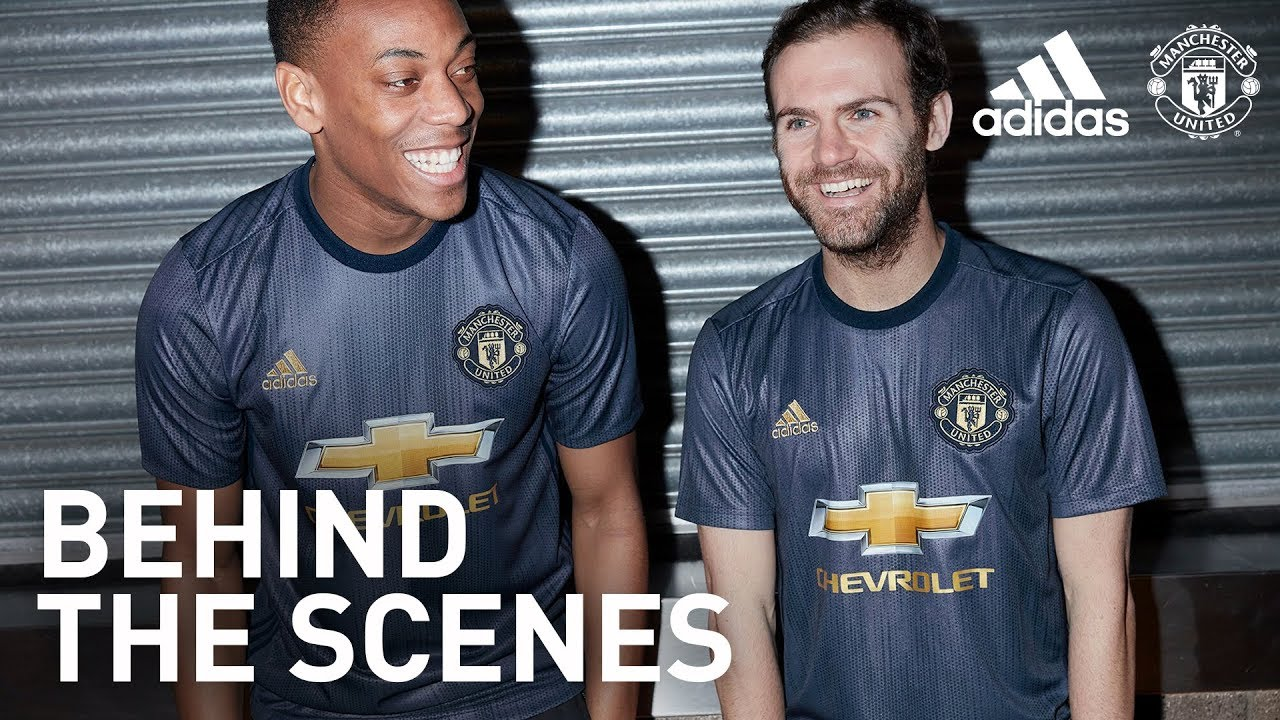 the latest 630a9 d1c88 Behind the Scenes: Manchester United Third Kit 2018/19