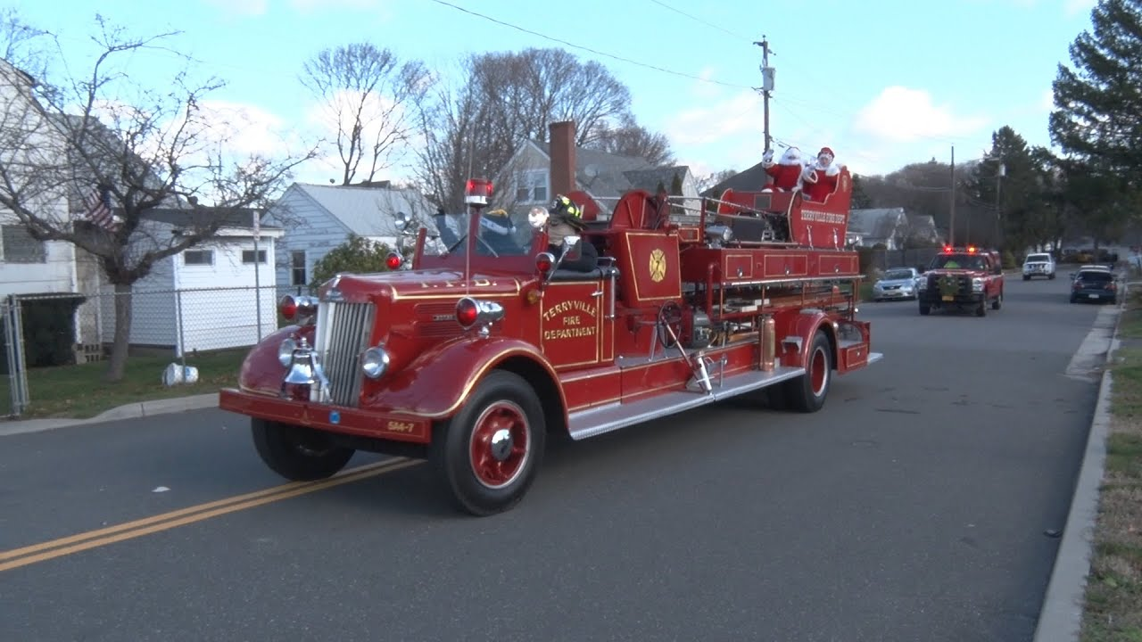 Download 2015 Terryville,Ny Fire Department Santa Parade