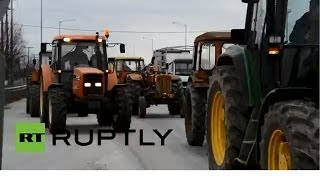 Греческие фермеры перекрыли тракторами дороги в центре страны(Фермеры Греции требуют от властей налоговых и финансовых льгот из-за роста стоимости сельскохозяйственног..., 2014-02-04T09:18:50.000Z)