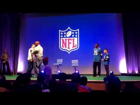 NFL Hall of Fame members Will Shields and Lomas Brown show us how it