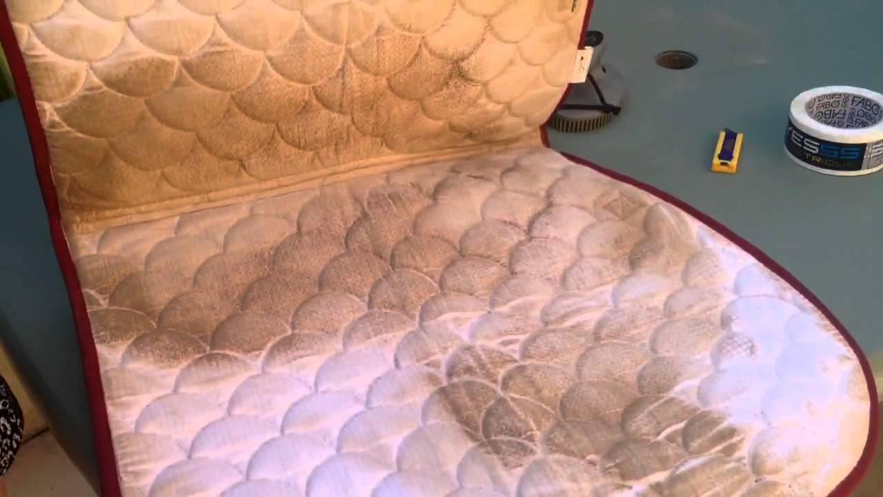 tuto n 2 comment laver un tapis de selle youtube. Black Bedroom Furniture Sets. Home Design Ideas