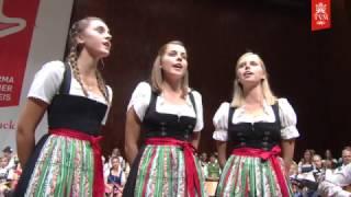 Junger Egger 3/4-Gesang/Salzburg: A Bleamei im Garten