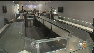 Burglars Clear Out Oc Jewelry Store