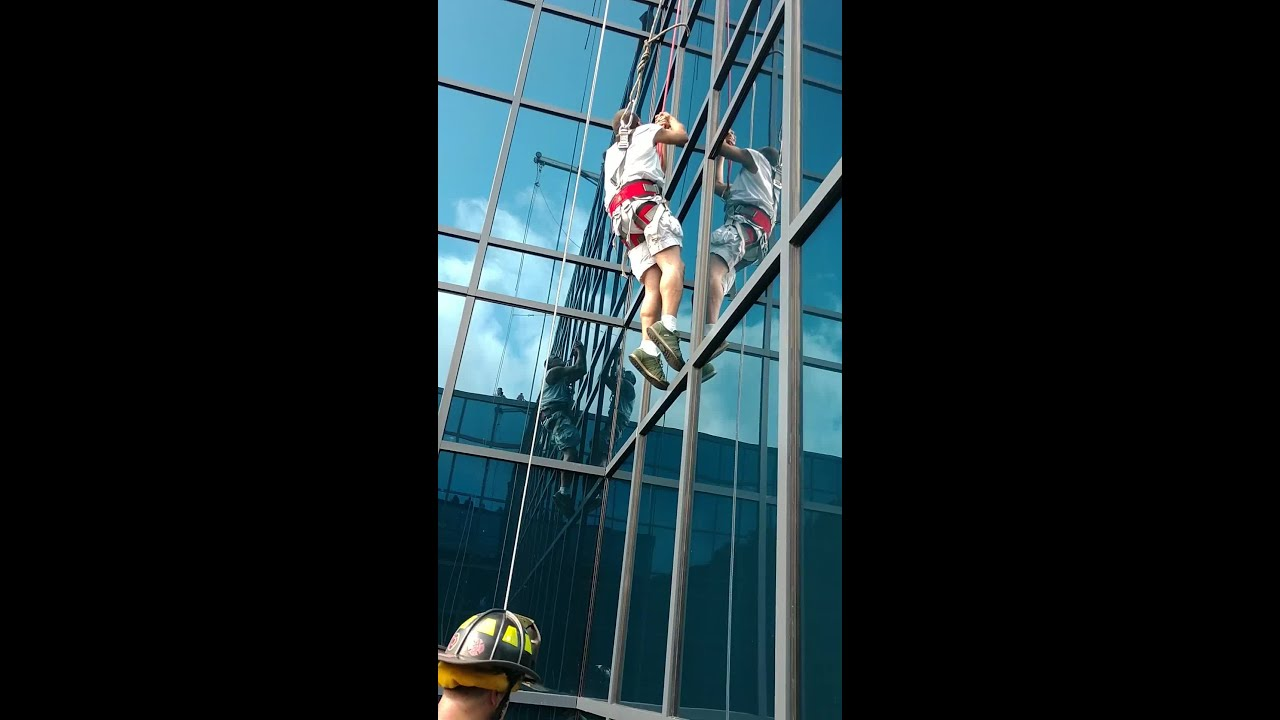 East Bloomfield man rescued, 120 feet in the air at Seneca Niagara Resort after cable fails (video)