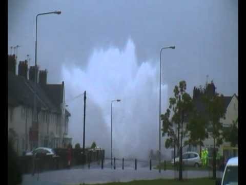 Water burst, Huyton, Liverpool 18th July 2011.MP4