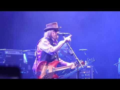 Tom Petty and the Heartbreakers - Don't Come Around Here No More (Dallas 04.22.17) HD
