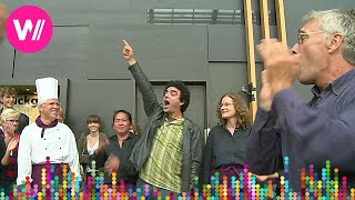 Rolando Villazón suprises his fans in a flashmob (2014)