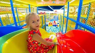 ВЛОГ Развлекательный центр с игрушками - Видео для детей  Папа Шон Кидс
