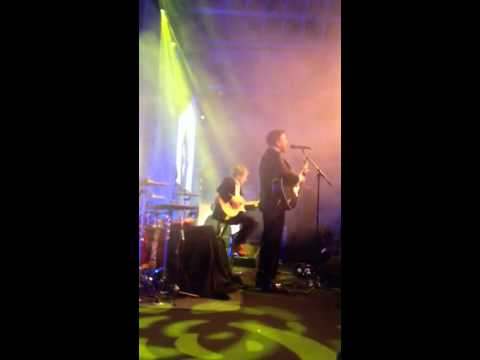 "Duran Duran - Simon Le Bon short clip of ""Ordinary World"" from  ""A Night for Nick"" Benefit in London"