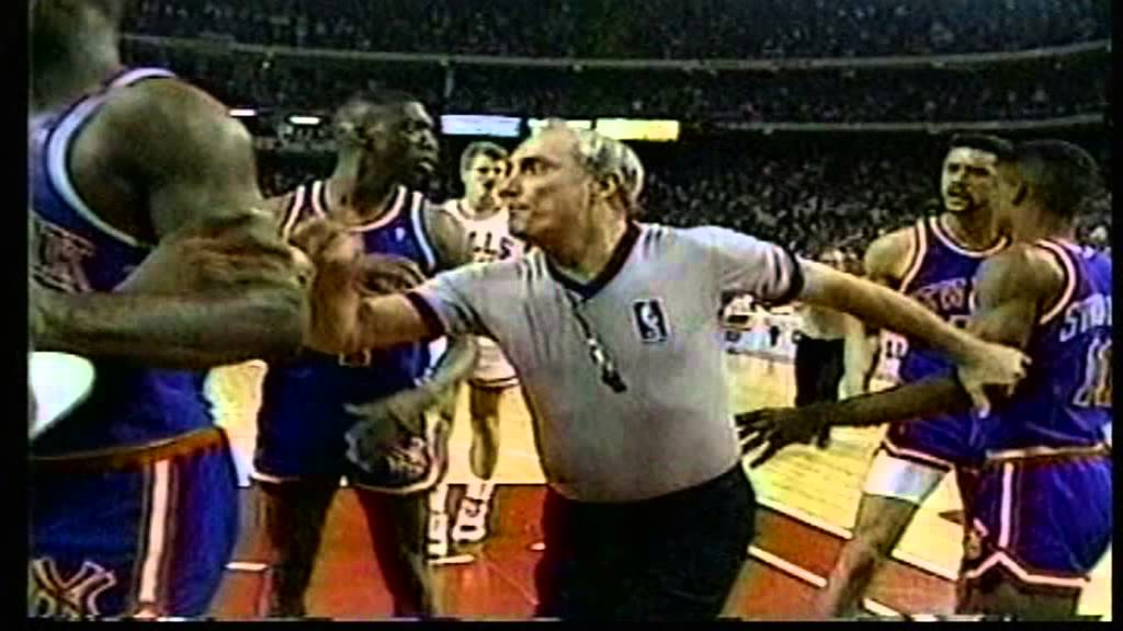 Scottie Pippen vs Kenny Walker, Fight from playoffs 1989 ...