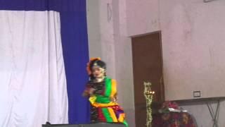 folk dance of LKG girl of HOLY CROSS CBSC SCHOOL ,ARTHATT,KUNNAMKULAM