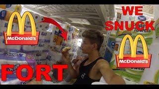 CRAZY Toilet paper fort~Eating food inside!!