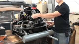 Klassieke VW Beetle Bug Hoe te Beginnen Herbouwd Motor op de Vloer, Bank of Tribune