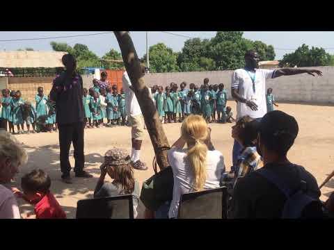 Gambian guide talking about schools in Gambia #Гамбия #отдых_в_Гамбии