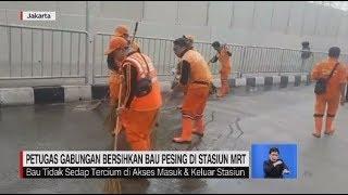 Petugas Gabungan Bersihkan Bau Pesing di Stasiun MRT