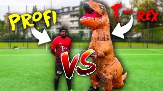 PROFI VS T-REX FUßBALL CHALLENGE!!