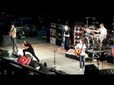 Pearl Jam - Yellow Ledbetter (O2 Arena, Prague 02-07-2012)
