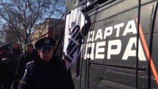 Нападение на машину Дарт Вейдера в Одессе(Митингующие у здания Горсовета сорвали с автомобиля, завешанного агитацией против Саакашвили плакаты,..., 2016-03-16T12:42:45.000Z)