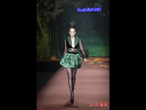 Most luxurious fashion show ever (China Fashion Week, Beijing) HD video