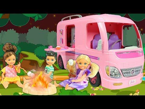 Barbie ve Ailesi Bölüm 168    Karavan Kampı - Çizgi film tadında evcilik oyunları