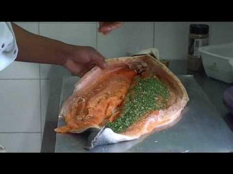Preparation D Un Saumon Youtube