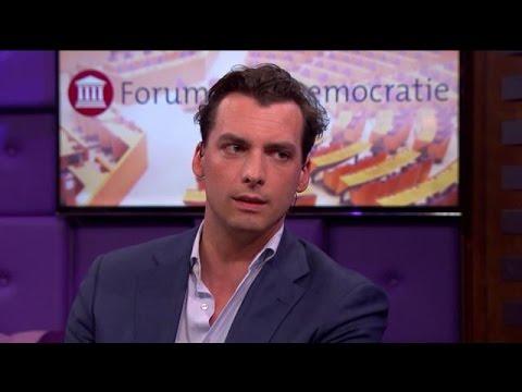 'Bij deze nogmaals: er is geen sprake van racisme, seksisme of fascisme bij ons' - RTL LATE NIGHT
