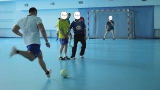 Качки бросили вызов любителям и сыграли в футбол.