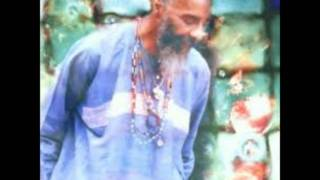 Watch Richie Havens Handouts In The Rain video