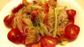вкусный салат фунчоза с филе в луковом соусе