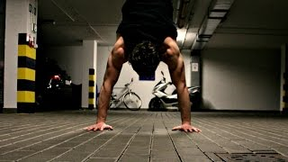 видео Как научиться стоять на руках(b-boy Fe_DoSk1n)