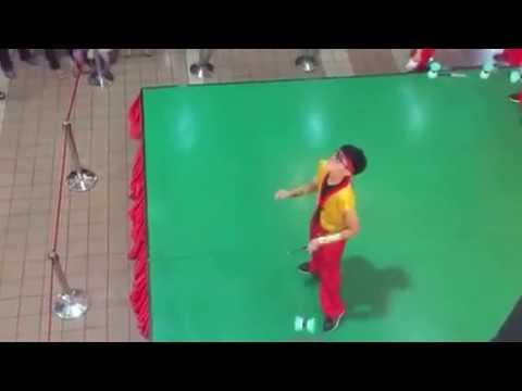 Chinese yoyo acrobatic dancer