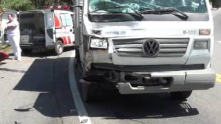 Acidente: CB 1000R bate de frente em Caminhão serra de Ipuiuna na br 459