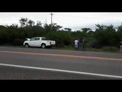TRAGÉDIA EM BONFIM: PAI, MÃE E FILHO MORTOS EM COLISÃO TRASEIRA ENTRE HILUX E MOTO NA BR 407