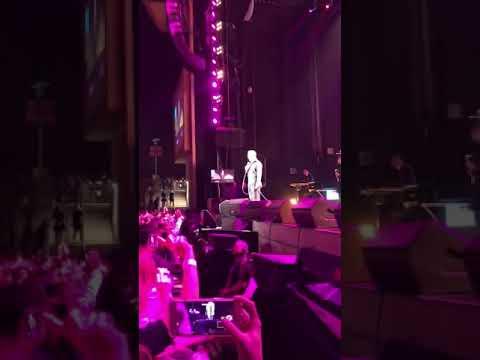 El cantante Luis Miguel protagoniza un muy incómodo momento sobre el escenario