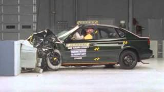 Repeat youtube video 2000 Subaru Legacy moderate overlap IIHS crash test