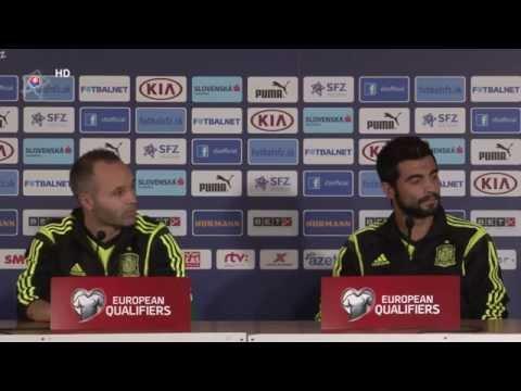 TK: Andres Iniesta, Raul Albiol a Vincente del Bosque (pred zápasom Slovensko - Španielsko)