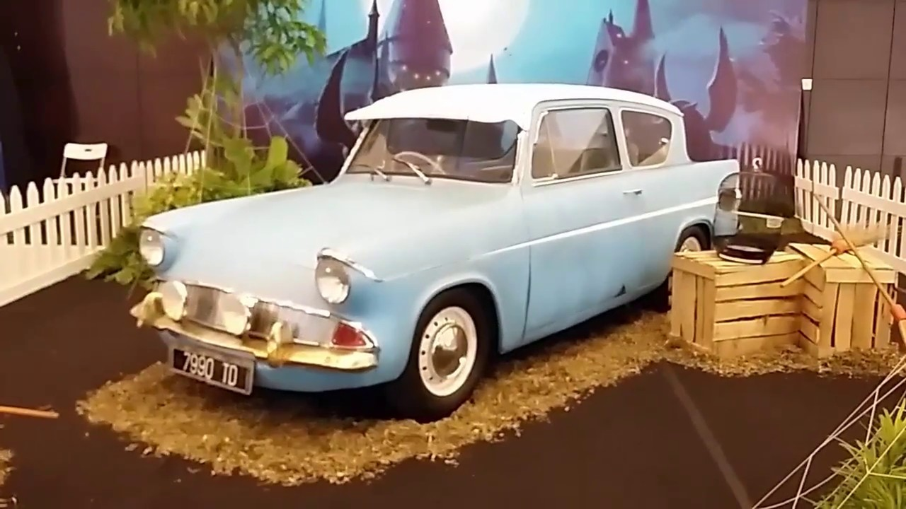 harry potter car 39 s 1962 flying ford anglia 105e deluxe light blue youtube. Black Bedroom Furniture Sets. Home Design Ideas