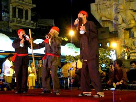 """Hat Xam - """"Xam say"""" bieu dien lan dau tren pho di bo Hang Dao - Dong Xuan"""