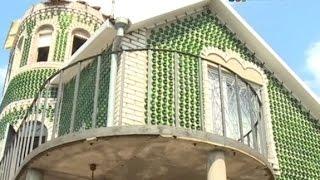Житель Запорожья построил дом из бутылок