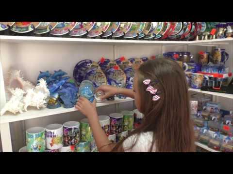 Алиса покупает сувениры Сочи День 8