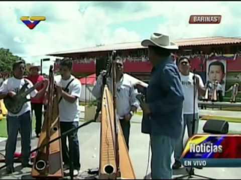 Inauguran plaza Hugo Chavez en Sabaneta, músicos le dedican su canto